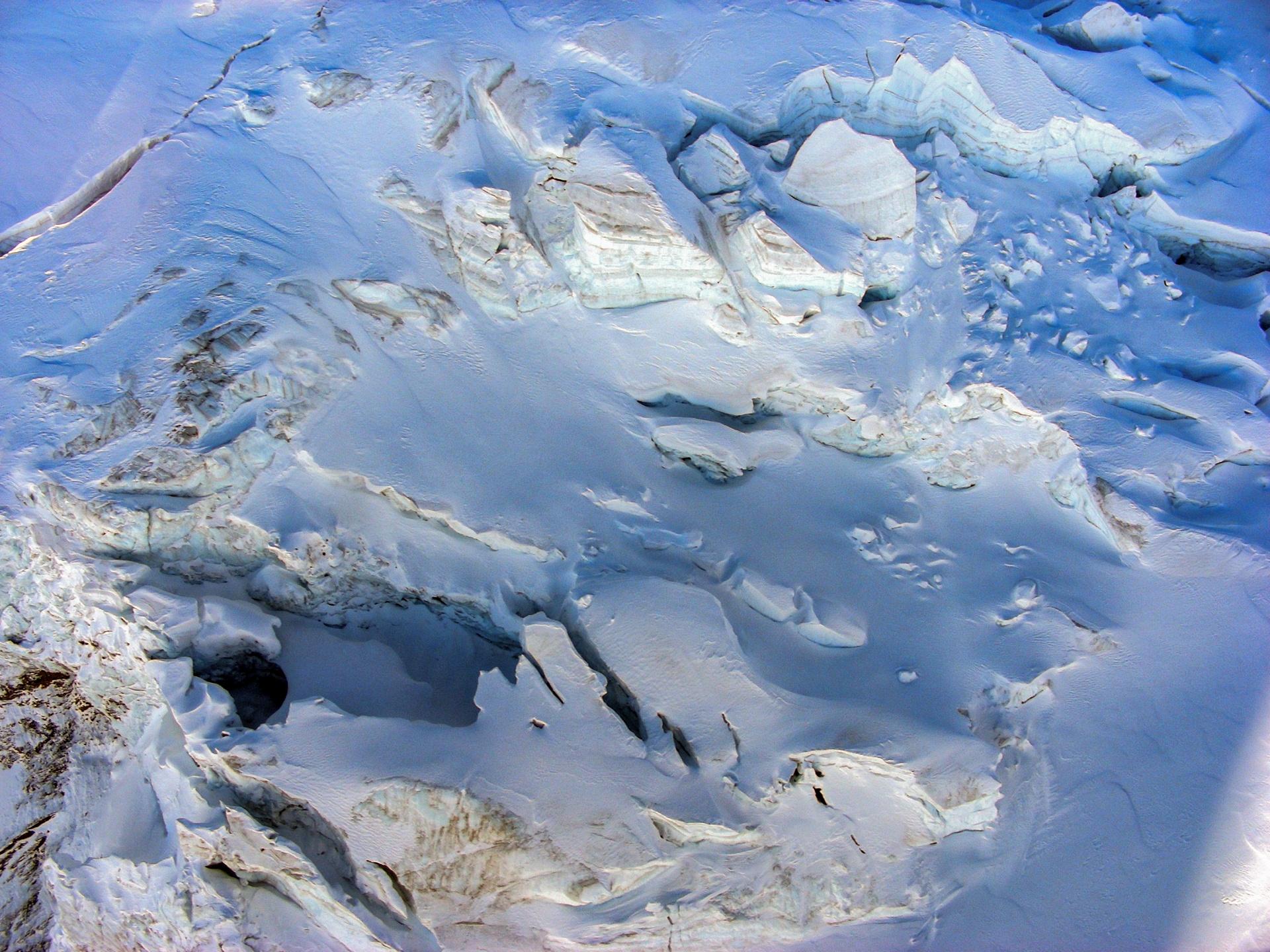 Flug über den Gletscher - Alpen
